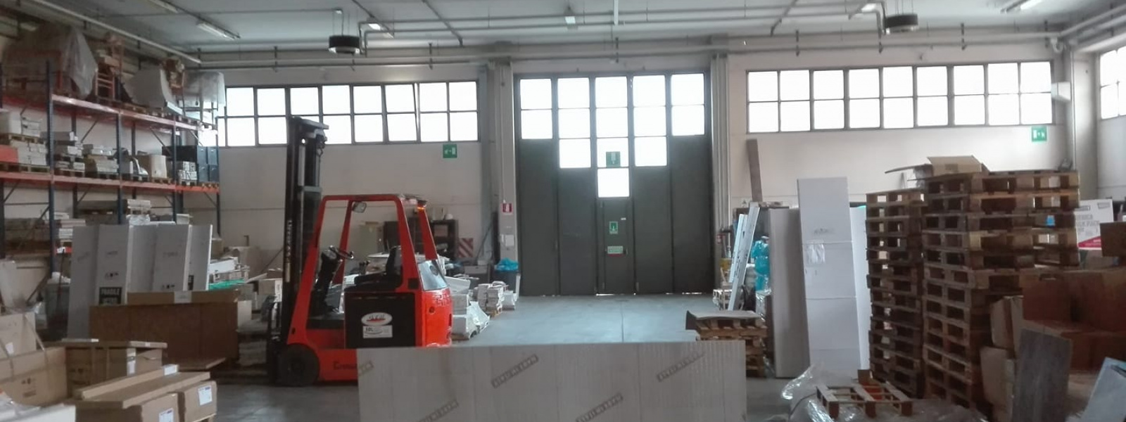 6 Stanze Stanze,3 BathroomsBathrooms,Capannone Industriale,In Affitto,1539