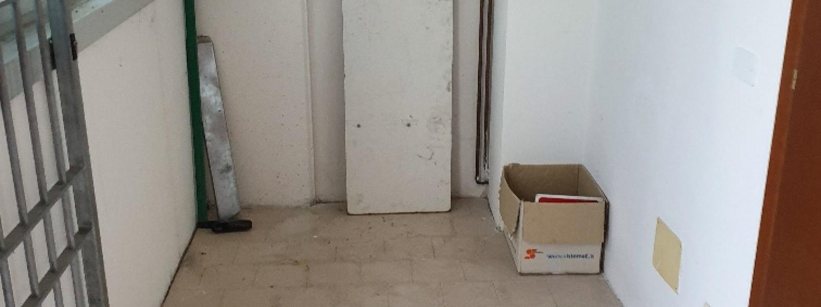 1 Stanza Stanze,1 BagnoBagni,Laboratorio,1540